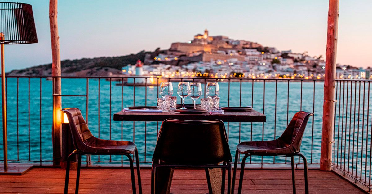 Roto is a restaurant overlooking the sea in Ibiza.